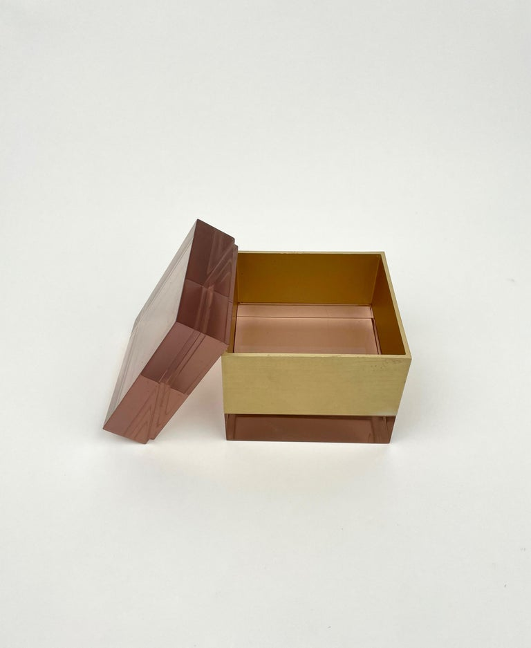 Alessandro Albrizzi Cube Box in Purple Lucite and Gold Metal, Italy, 1970s For Sale 7