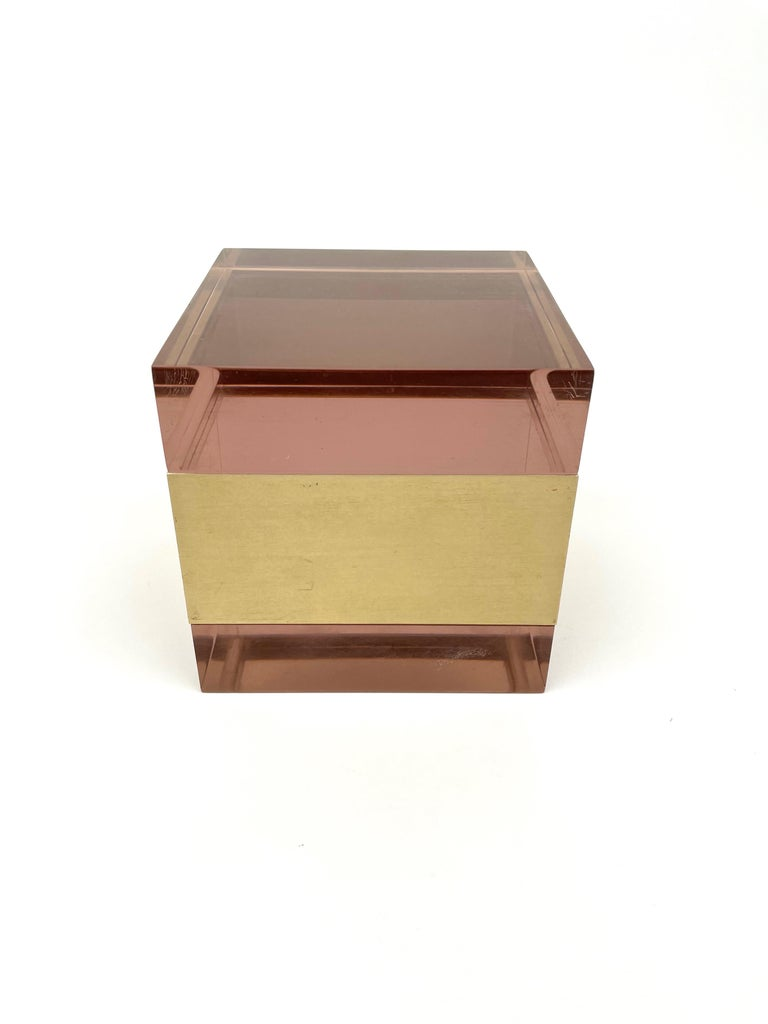 Alessandro Albrizzi Cube Box in Purple Lucite and Gold Metal, Italy, 1970s For Sale 8