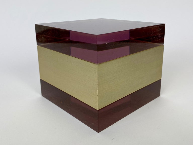 Mid-Century Modern Alessandro Albrizzi Cube Box in Purple Lucite and Gold Metal, Italy, 1970s For Sale