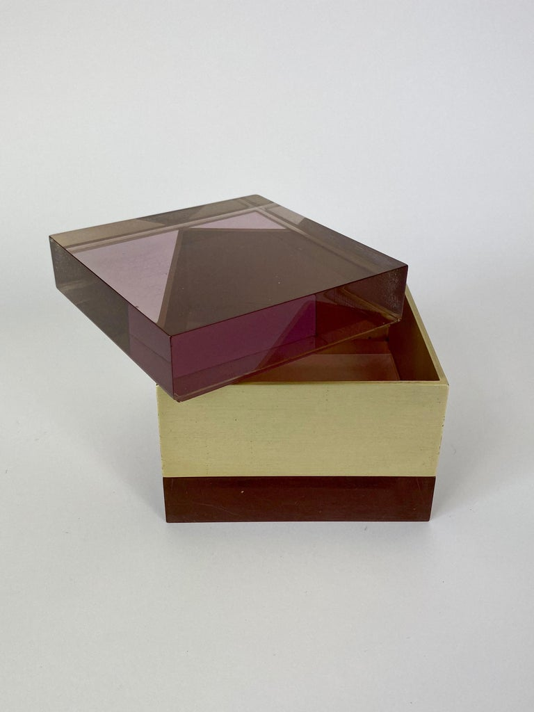 Italian Alessandro Albrizzi Cube Box in Purple Lucite and Gold Metal, Italy, 1970s For Sale