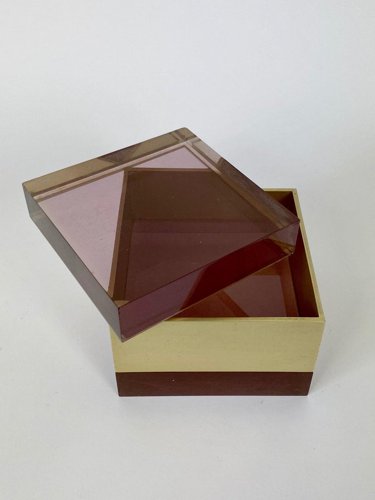 Alessandro Albrizzi Cube Box in Purple Lucite and Gold Metal, Italy, 1970s In Good Condition For Sale In Rome, IT