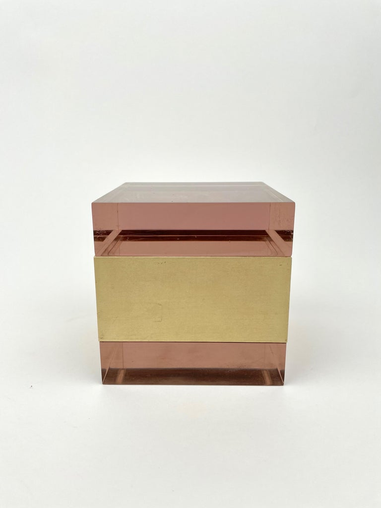 Late 20th Century Alessandro Albrizzi Cube Box in Purple Lucite and Gold Metal, Italy, 1970s For Sale