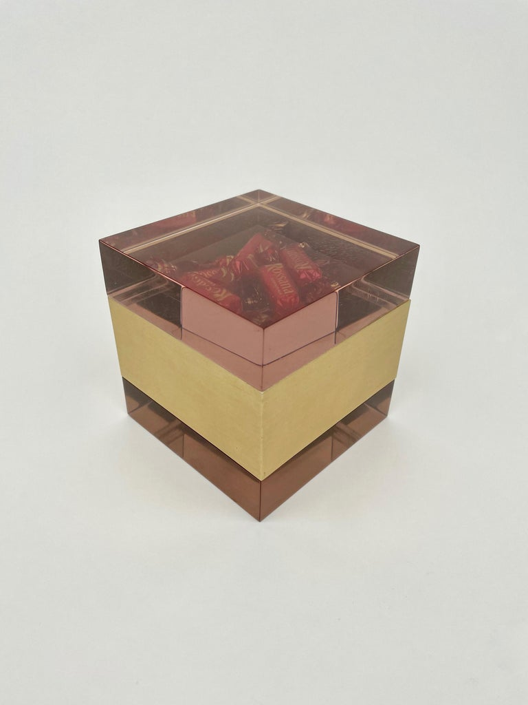 Alessandro Albrizzi Cube Box in Purple Lucite and Gold Metal, Italy, 1970s For Sale 1