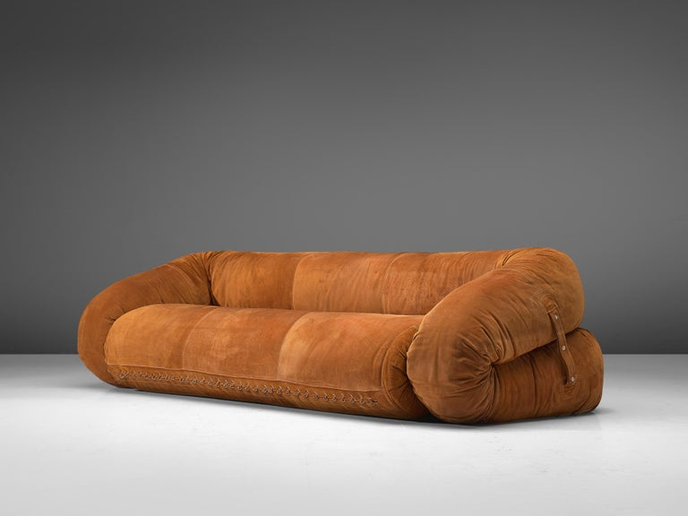 Alessandro Becchi for Giovanetti, sofa 'Anfibio', cognac leather, metal, Italy, 1970s  This versatile 'Anfibio' sofa by Italian designer Alessandro Becchi for Giovanetti can be unfolded into a daybed. The sofa in suede leather has a bulky appearance