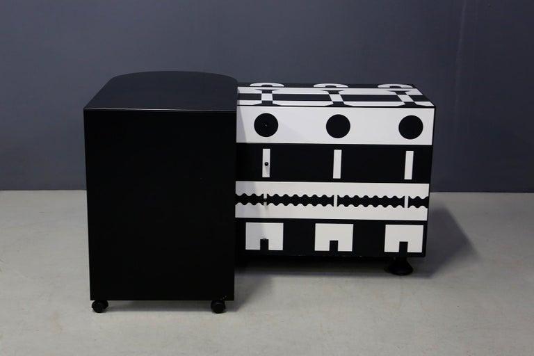 Alessandro Mendini Dresser Collection Ollo Black  White for Alchimia Design 1980 For Sale 1