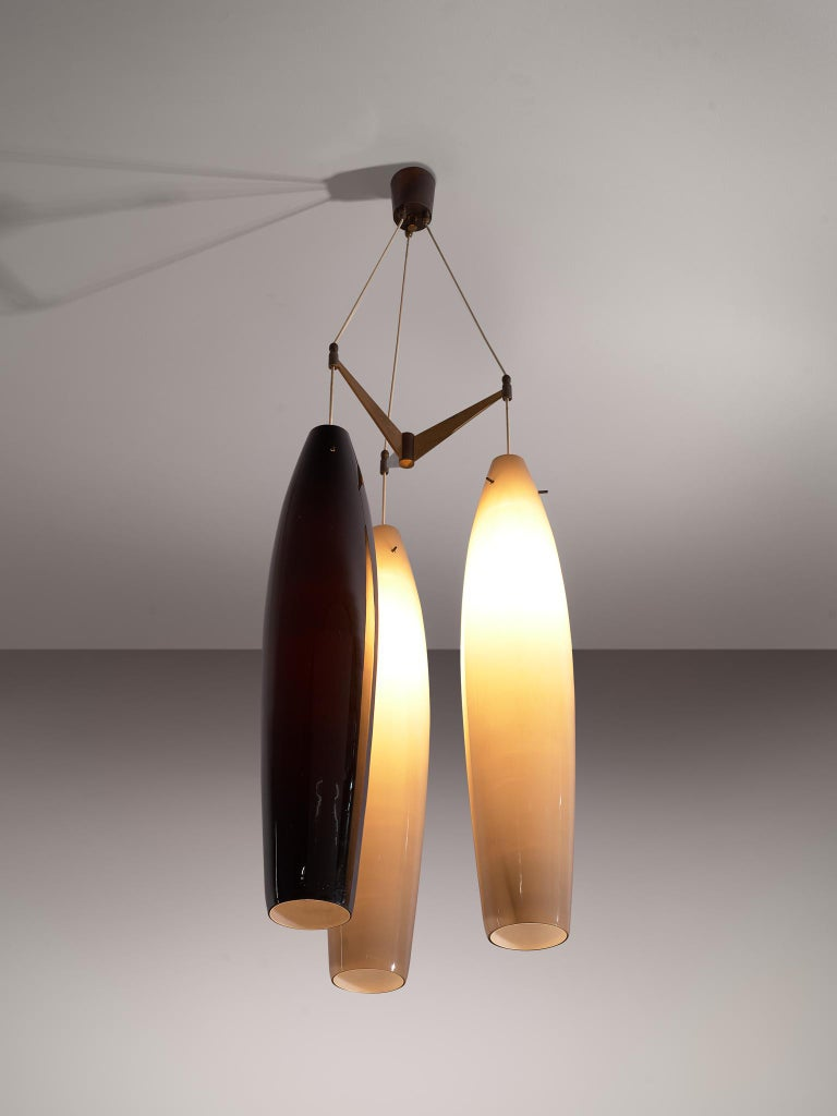 Alessandro Pianon for Vistosi Murano, pendant, glass and brass, Italy, 1960s  Stunning three-armed chandelier with blown glass pendants, two in beige and one in black, designed by Alessandro Pianon for Vistosi Murano. The three pendants are
