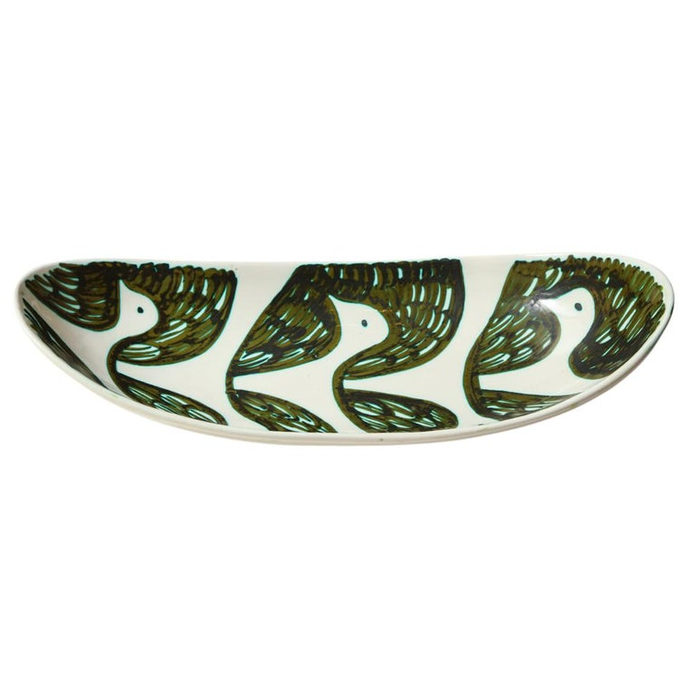 Alessio Tasca for Raymor Bowl, Ceramic, Green and White, Birds, Signed. Large oval bowl or serving tray. Impressed mark on underside which reads: Tasca Raymor Italia 1476. Minute chip on underside elevated edge to the left of where the ceramic is