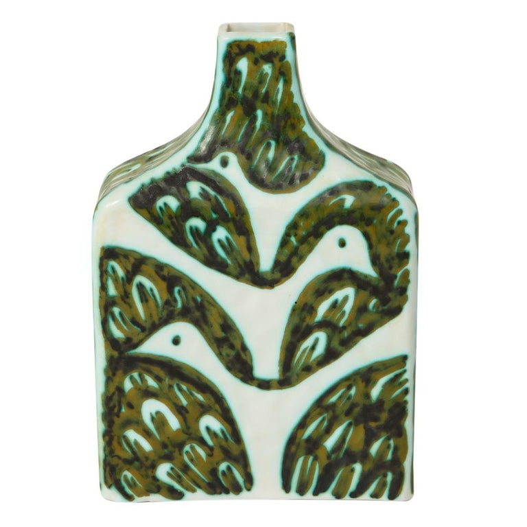 Alessio Tasca for Raymor vase, ceramic green white, signed. Small to medium scale chunky rectangular vase decorated with an S-pattern of fish on one side and a V-shaped pattern of doves on the other. Marked on the underside: 1468 Tasca Italia per