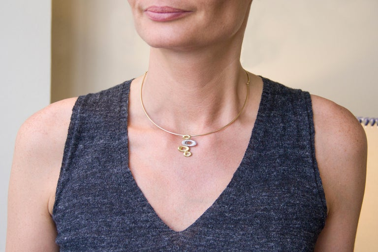 Alex Jona design collection, hand crafted in Italy, 18 karat yellow gold choker necklace, centering a yellow gold pendant consisting of three elliptic yellow gold hammered shapes and one in white gold set with white diamonds, F color, VVS1
