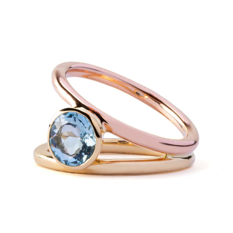 Alex Jona design collection, hand crafted in Italy, 18k yellow and rose gold solitaire ring centering 1.05 carats of aquamarine. Ring shoulders are in rose & yellow gold. Ring Size: 12 EU/6.5 US. Dimensions: H 0.84in/21.44mm, D 0.47in/12.15mm, W