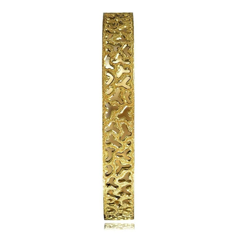 Alex Soldier 18 Karat Gold Hand-Textured Bangle Bracelet One of a Kind In New Condition For Sale In New York, NY