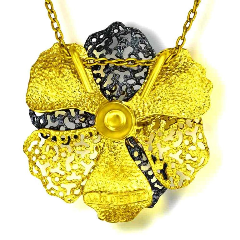 Round Cut Alex Soldier Diamond 18 Karat Gold Textured Baby Coronaria Pendant Necklace For Sale