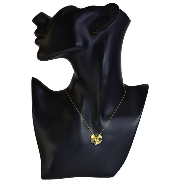Alex Soldier Diamond 18 Karat Gold Textured Baby Coronaria Pendant Necklace In New Condition For Sale In New York, NY