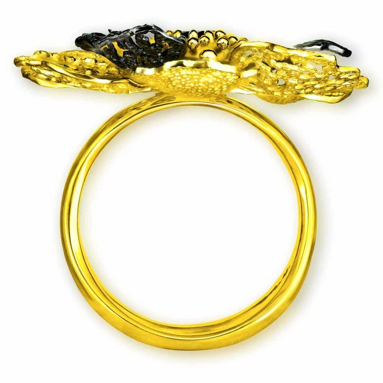Round Cut Alex Soldier Diamond 18 Karat Gold Textured Coronaria Ring One of a Kind For Sale
