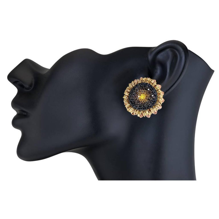 Alex Soldier Diamond Gold Textured Sunflower Earrings Cufflinks One of a Kind In New Condition For Sale In New York, NY