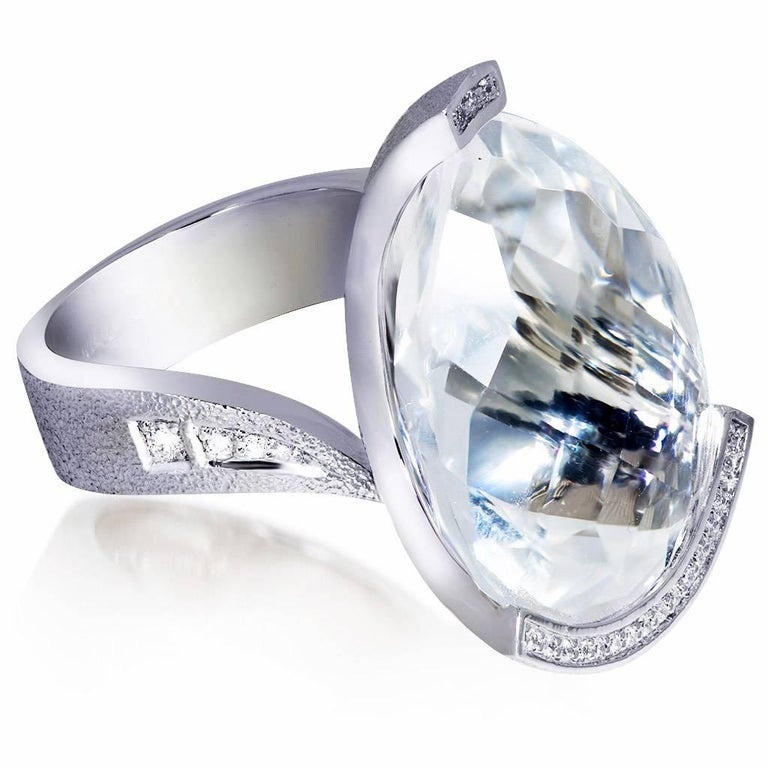 White Swan ring: the gracefulness and poise of the swan has inspired Alex Soldier to create the Swan collection. It is dedicated to every woman who is in love. The form of the center stone resembles a swan's head, and the ring is curved into the