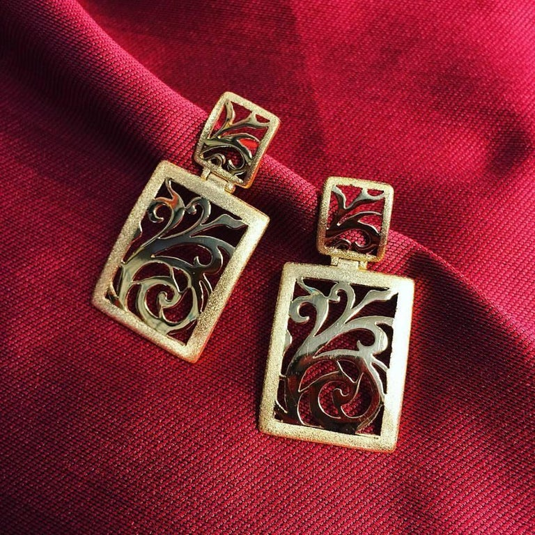 Women's or Men's Alex Soldier Diamond Yellow Gold Contrast Texture Handcrafted Link Bracelet For Sale