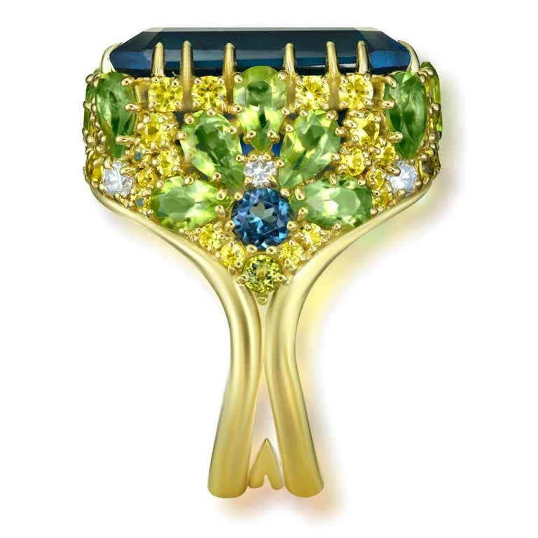 Alex Soldier London Blue Topaz Peridot Sapphire Diamond Blossom Gold Ring In New Condition For Sale In New York, NY