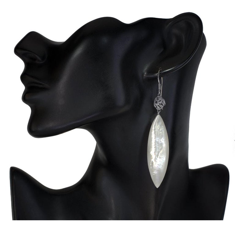 Alex Soldier Mother of Pearl Sterling Silver Platinum Textured Drop Earrings In New Condition In New York, NY