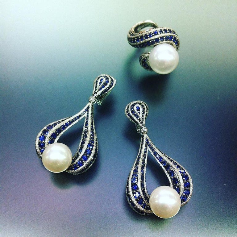 Alex Soldier Sapphire Pearl 18 Karat Gold Drop Textured Earrings One of a Kind For Sale 1