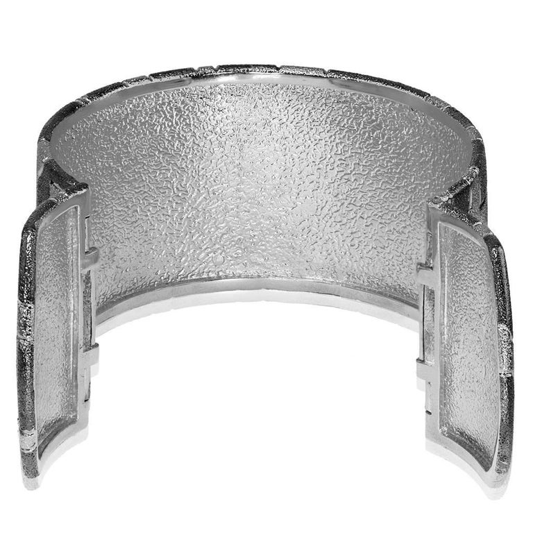 Alex Soldier Sterling Silver Platinum Textured Hinged Cora Cuff Bracelet In New Condition For Sale In New York, NY