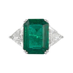 Alexander 10.75 Carat Emerald and Diamonds Three-Stone Ring 18 Karat White Gold