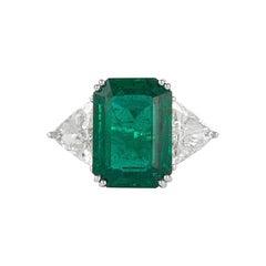 Alexander 10.75 Carat Emerald and Diamonds Three-Stone Ring 18 Karat White Gold