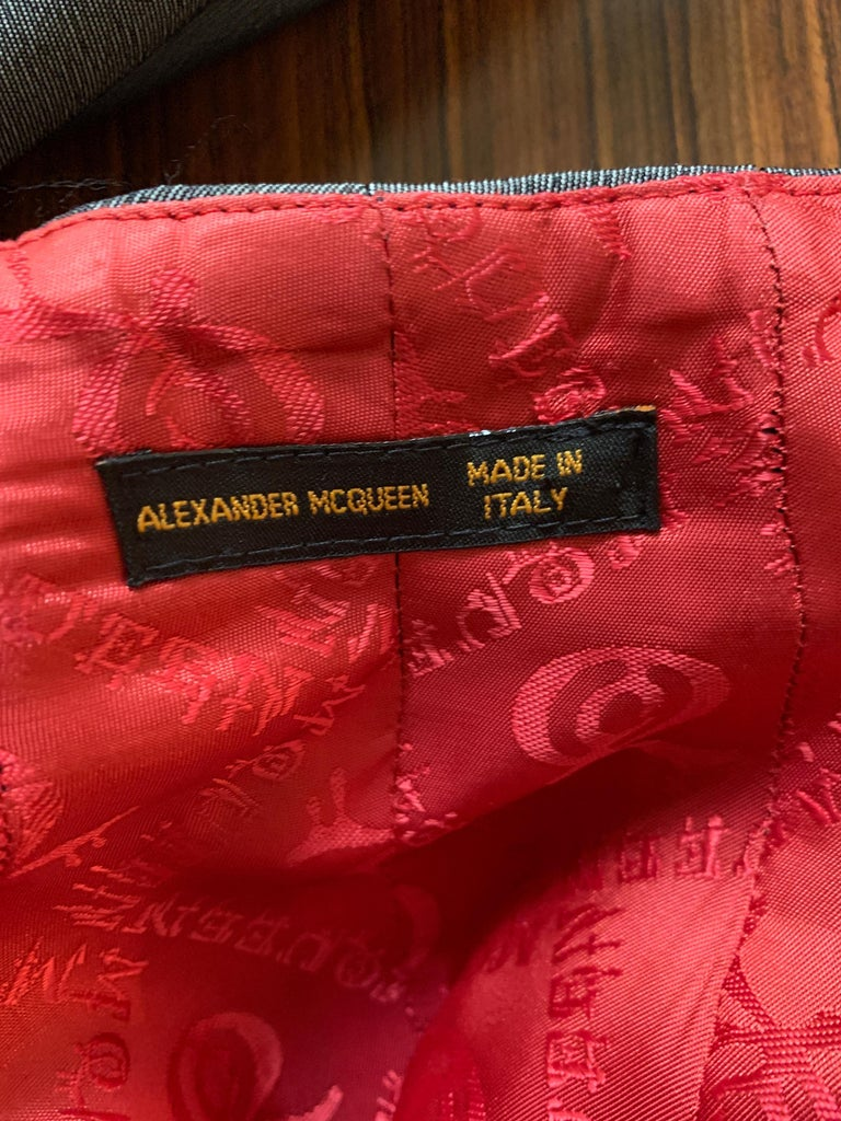 Alexander Mcqueen 1998 Joan Skirt Suit with Zippered Jacket and Logo Red Lining For Sale 3