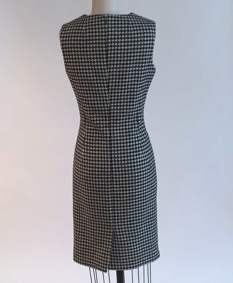 Women's Alexander Mcqueen 2009 Wool Black and White Houndstooth Dogtooth Check Dress For Sale