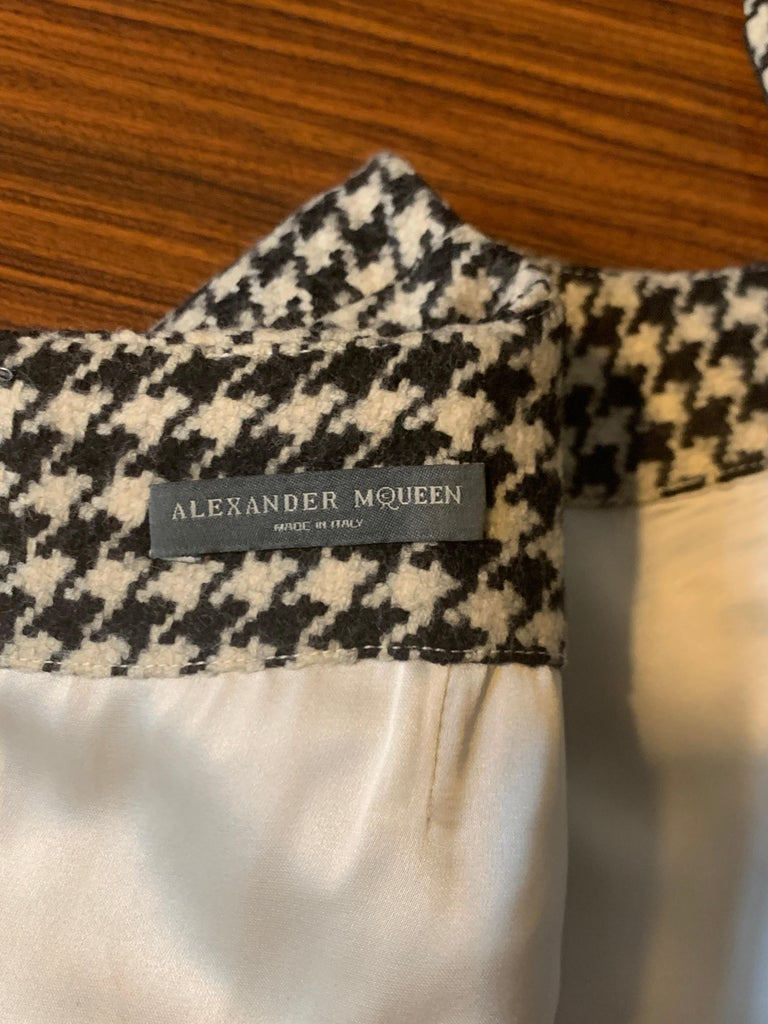 Alexander Mcqueen 2009 Wool Black and White Houndstooth Dogtooth Check Dress For Sale 2