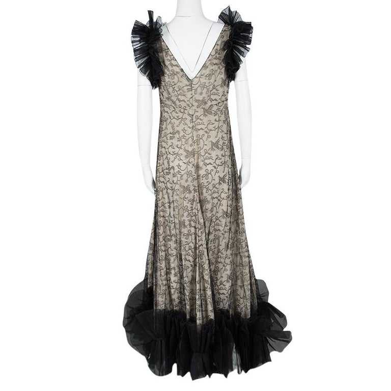 Alexander McQueen Black and Flesh Lace Ruffle Trim Sleeveless Gown M In Good Condition For Sale In Dubai, AE