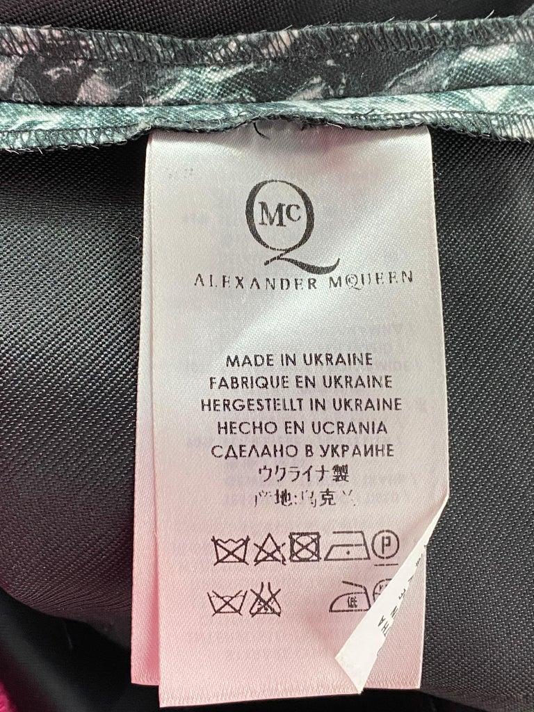 Alexander McQueen Black and White, Grey Sleeveles Open Back Midi Dress  For Sale 8