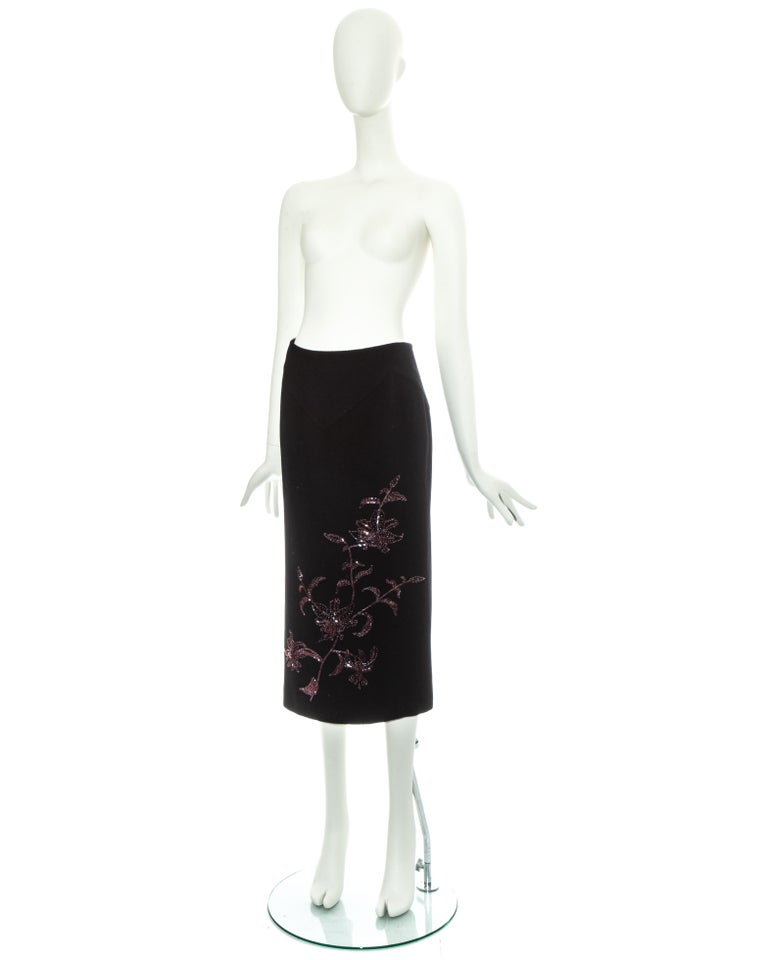 Alexander McQueen black cashmere pencil skirt with red floral beading, fw 1998 In Excellent Condition For Sale In London, GB