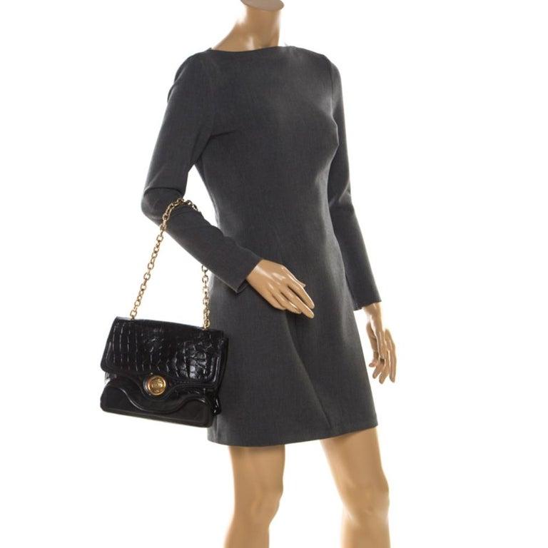Alexander McQueen Black Croc Embossed Leather Flap Chain Shoulder Bag In Good Condition For Sale In Dubai, Al Qouz 2