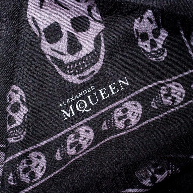 Women's Alexander McQueen Black & Grey Skull Print Cashmere Scarf For Sale