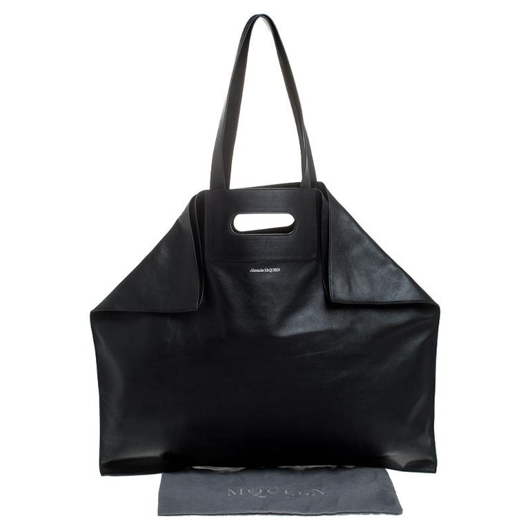 Alexander McQueen Black Leather De Manta Tote For Sale 8