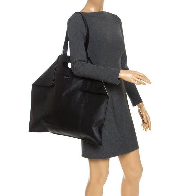 Alexander McQueen Black Leather De Manta Tote In New Condition For Sale In Dubai, Al Qouz 2