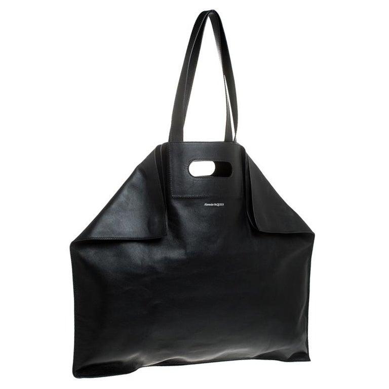 Women's Alexander McQueen Black Leather De Manta Tote For Sale