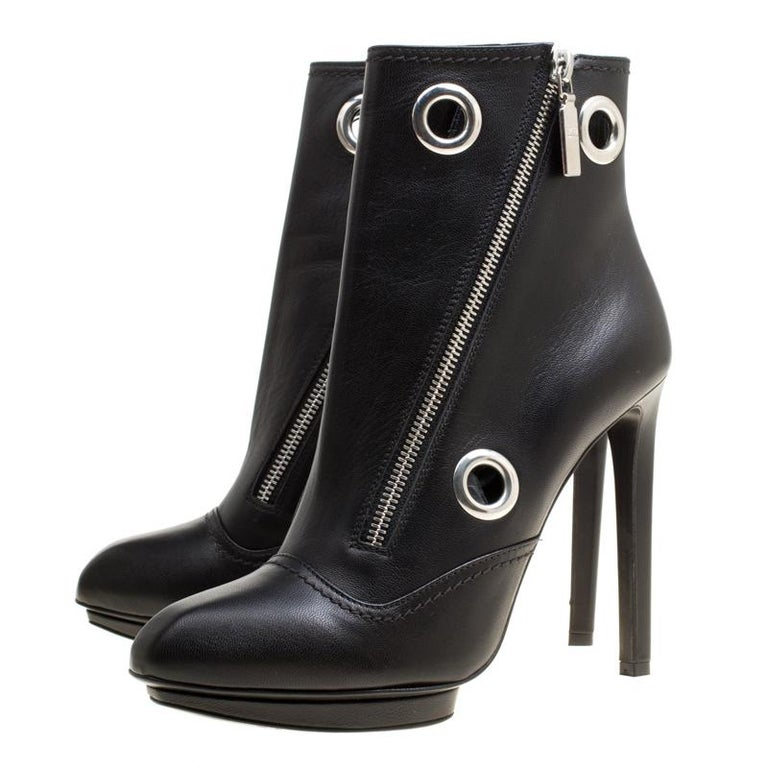 Alexander McQueen Black Leather Eyelet Detail Ankle Boots Size 38.5 For Sale 3
