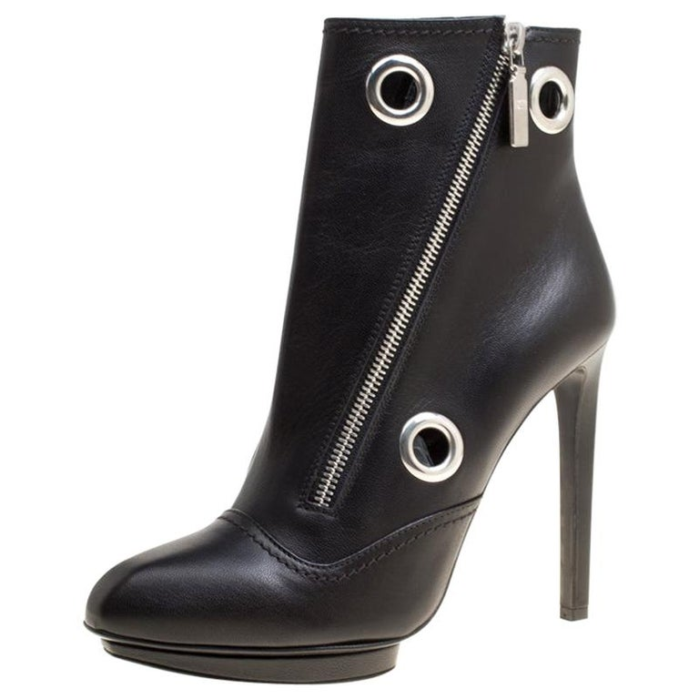 Alexander McQueen Black Leather Eyelet Detail Ankle Boots Size 38.5 For Sale