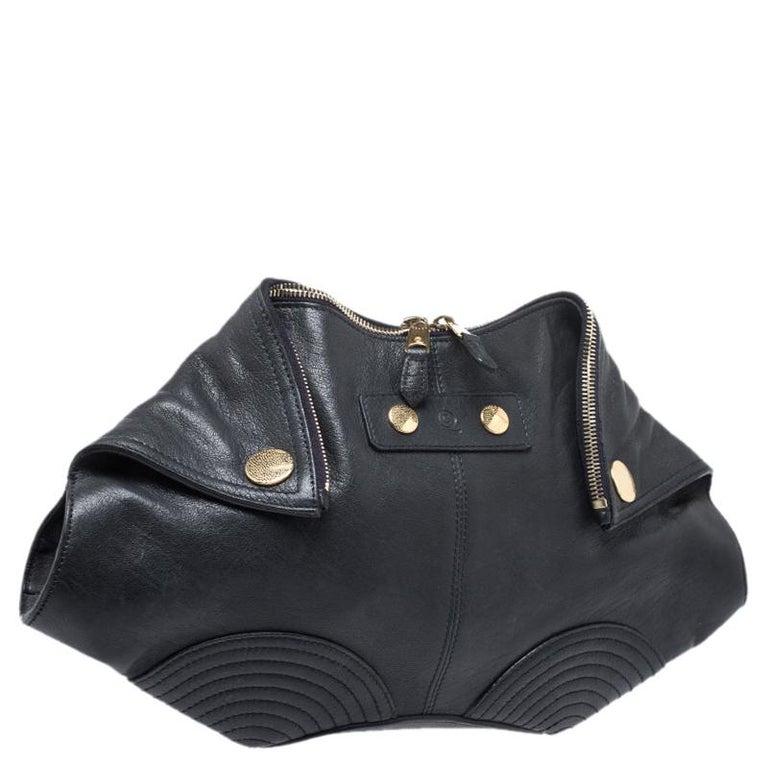 Alexander McQueen Black Leather Medium De Manta Clutch In Good Condition For Sale In Dubai, Al Qouz 2