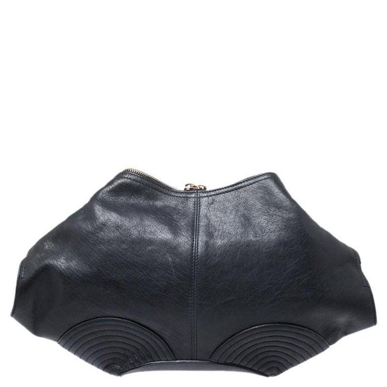 Women's Alexander McQueen Black Leather Medium De Manta Clutch For Sale