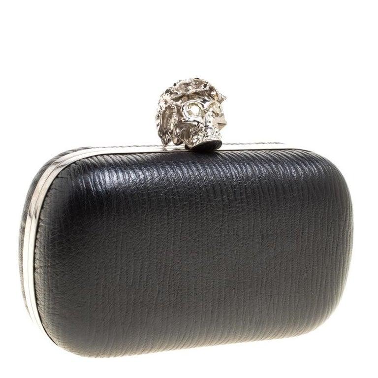 Alexander McQueen Black Leather Skull Box Clutch In Good Condition For Sale In Dubai, Al Qouz 2