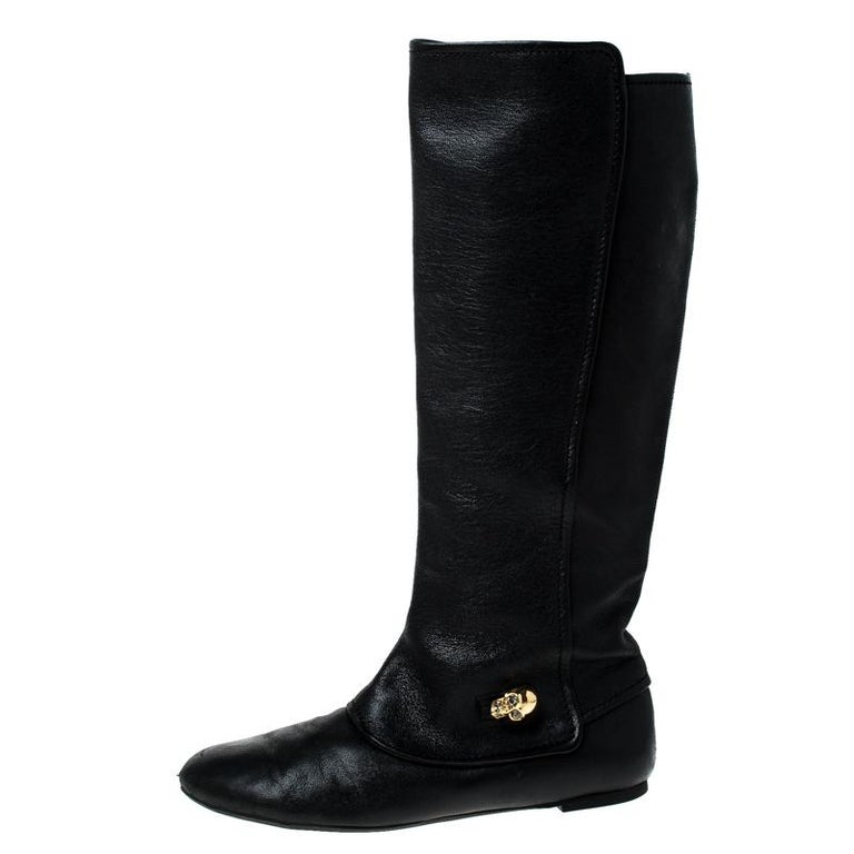 Alexander McQueen Black Leather Skull Charm Knee Length Boots Size 40 For Sale 1