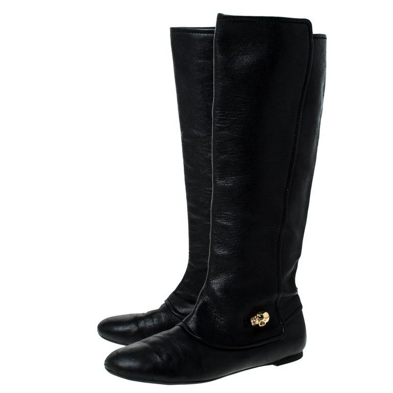 Alexander McQueen Black Leather Skull Charm Knee Length Boots Size 40 For Sale 3