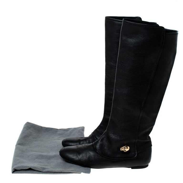 Alexander McQueen Black Leather Skull Charm Knee Length Boots Size 40 For Sale 4