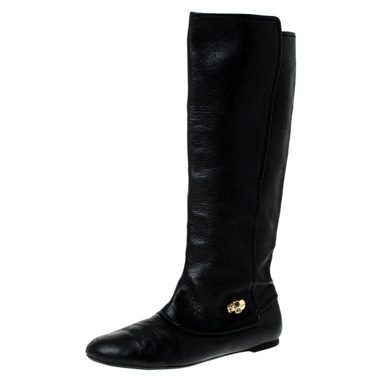 Alexander McQueen Black Leather Skull Charm Knee Length Boots Size 40 For Sale