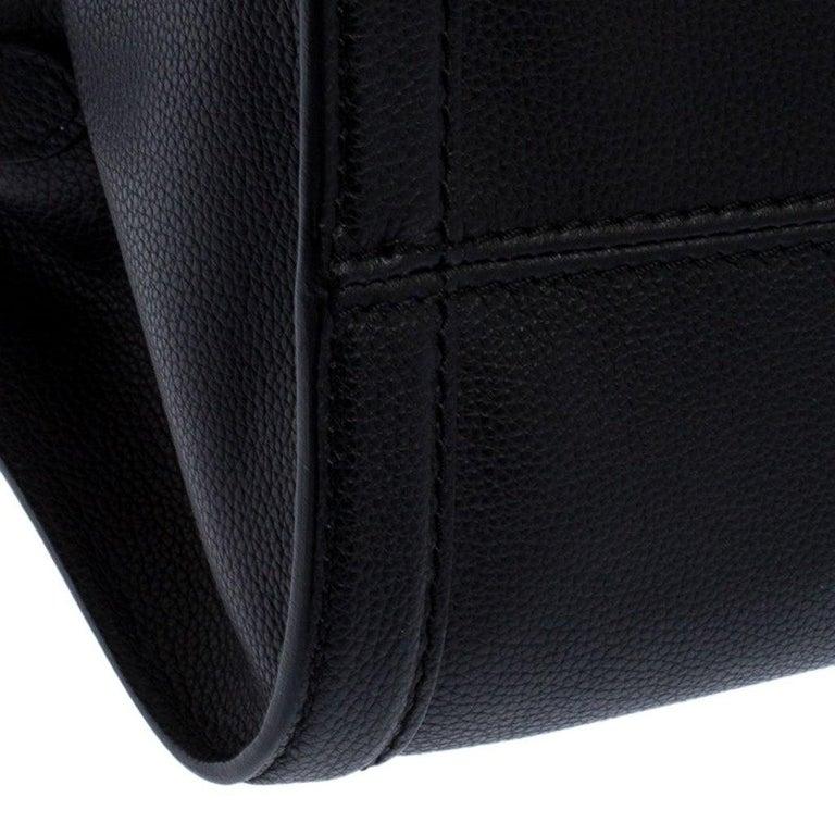 Alexander McQueen Black Leather Skull Padlock Tote For Sale 5