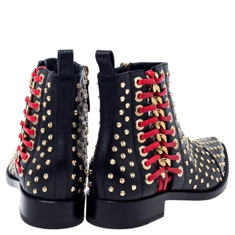 Women's Alexander McQueen Black Leather Studded Chain Detail Pointed Toe Ankle Boots Siz For Sale