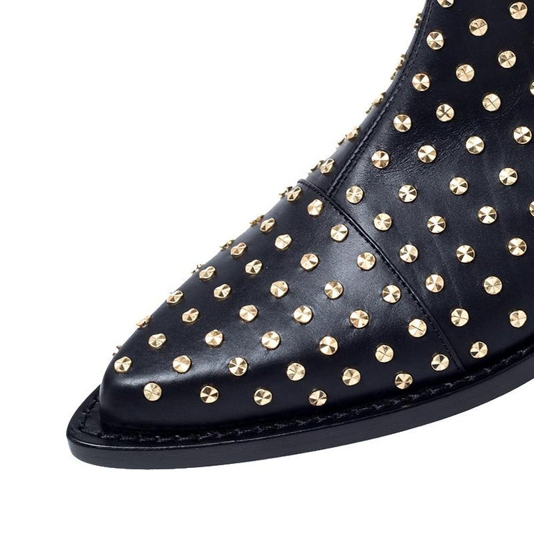 Alexander McQueen Black Leather Studded Chain Detail Pointed Toe Ankle Boots Siz For Sale 1